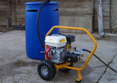 Operates on mains water or suction